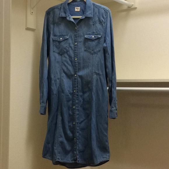 ccfe240eabd GAP Dresses & Skirts - Chambray western style dress w/pearl snaps EUC LT